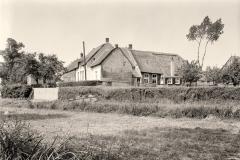 restauratie rijksmonumentale boerderij uit 1728 te heukelum 1950